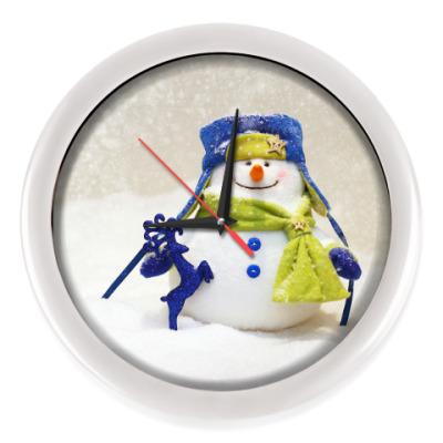 Настенные часы Добрый и пушистый снеговик