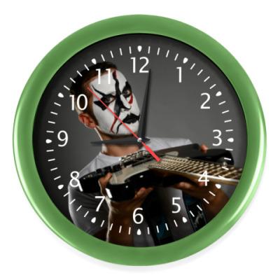 Настенные часы Часы, салатовые (белые цифры)