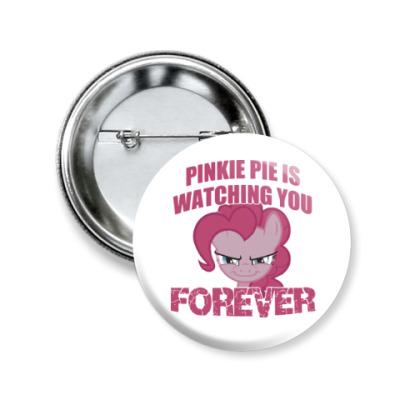 Значок 50мм Пинки Пай наблюдает за тобой