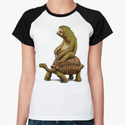 Женская футболка реглан Ленивец на черепахе