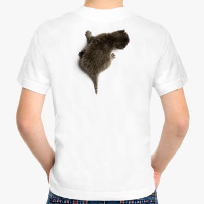 Детская футболка Котенок карабкается по спине