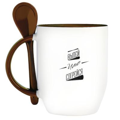 Кружка с ложкой чай