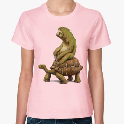 Женская футболка Ленивец на черепахе