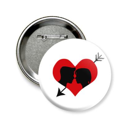Значок 58мм Сердце хочет любви