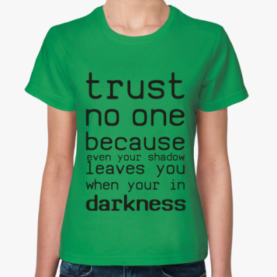 Женская футболка Trust no one