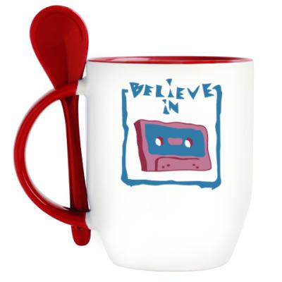 Кружка с ложкой Верю в кассеты