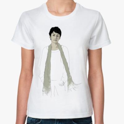 Классическая футболка   Мару в шарфе
