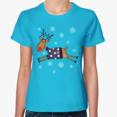 Женская футболка Новогодний олень в свитере