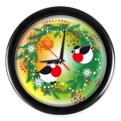 Настенные часы Новогодний венок и снегири