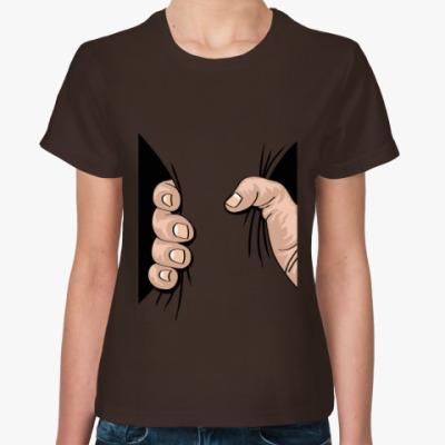 Женская футболка Рука сжимает тело
