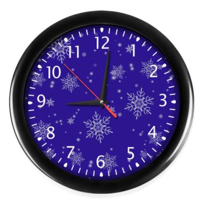 Часы  новогодние снежинки