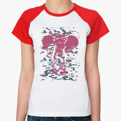 Женская футболка реглан Слон в стене