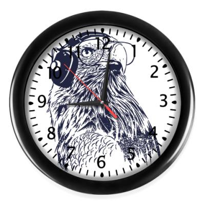 Настенные часы Орел с наушниками