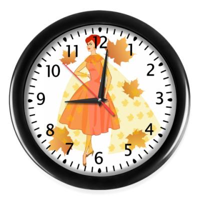 Настенные часы Девушка осень