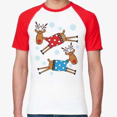 Футболка реглан Новогодние олени в свитерах