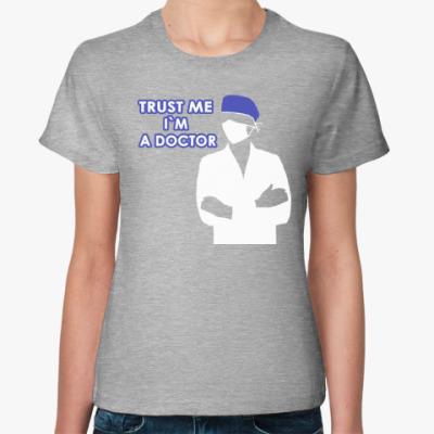 Женская футболка Trust me i`m a doctor
