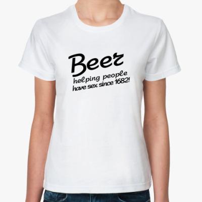 Классическая футболка Beer helping people