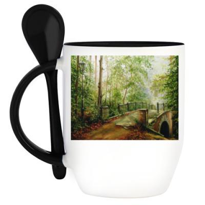 Кружка с ложкой Старый мостик в лесу