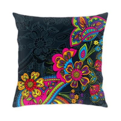 Подушка Традиционный дизайн с яркими цветами