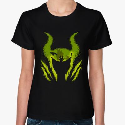 Женская футболка Малефисента в лесу