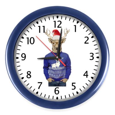Настенные часы Олень хипстер новогодний в свитере