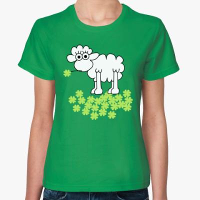 Женская футболка Овца с клевером